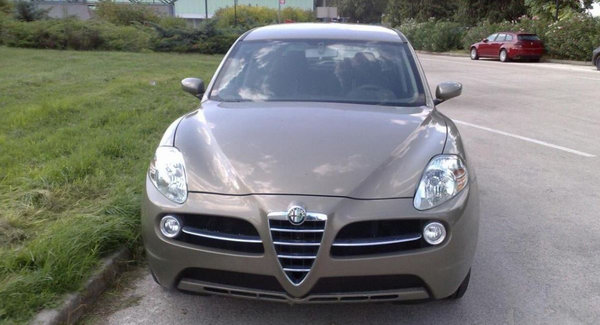 Alfa Romeo SUV Scoop 01 Alfa Romeo Kamal SUV Early Prototype Spied in Italy Photos