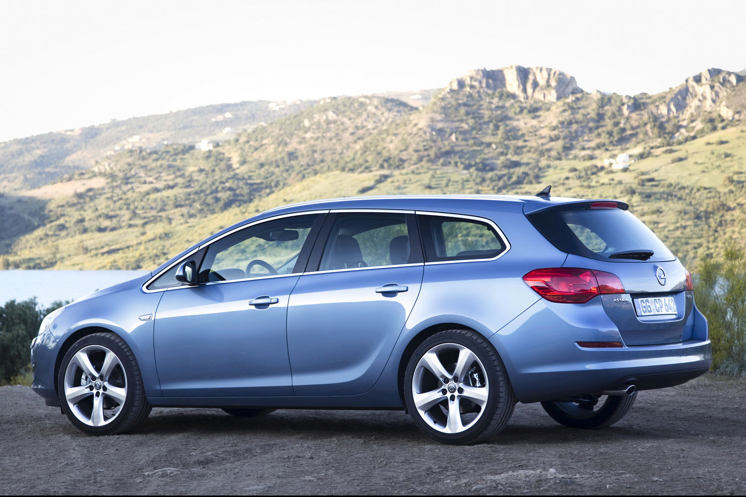new opel astra sports tourer unveiled should buick bring it to the states carscoops