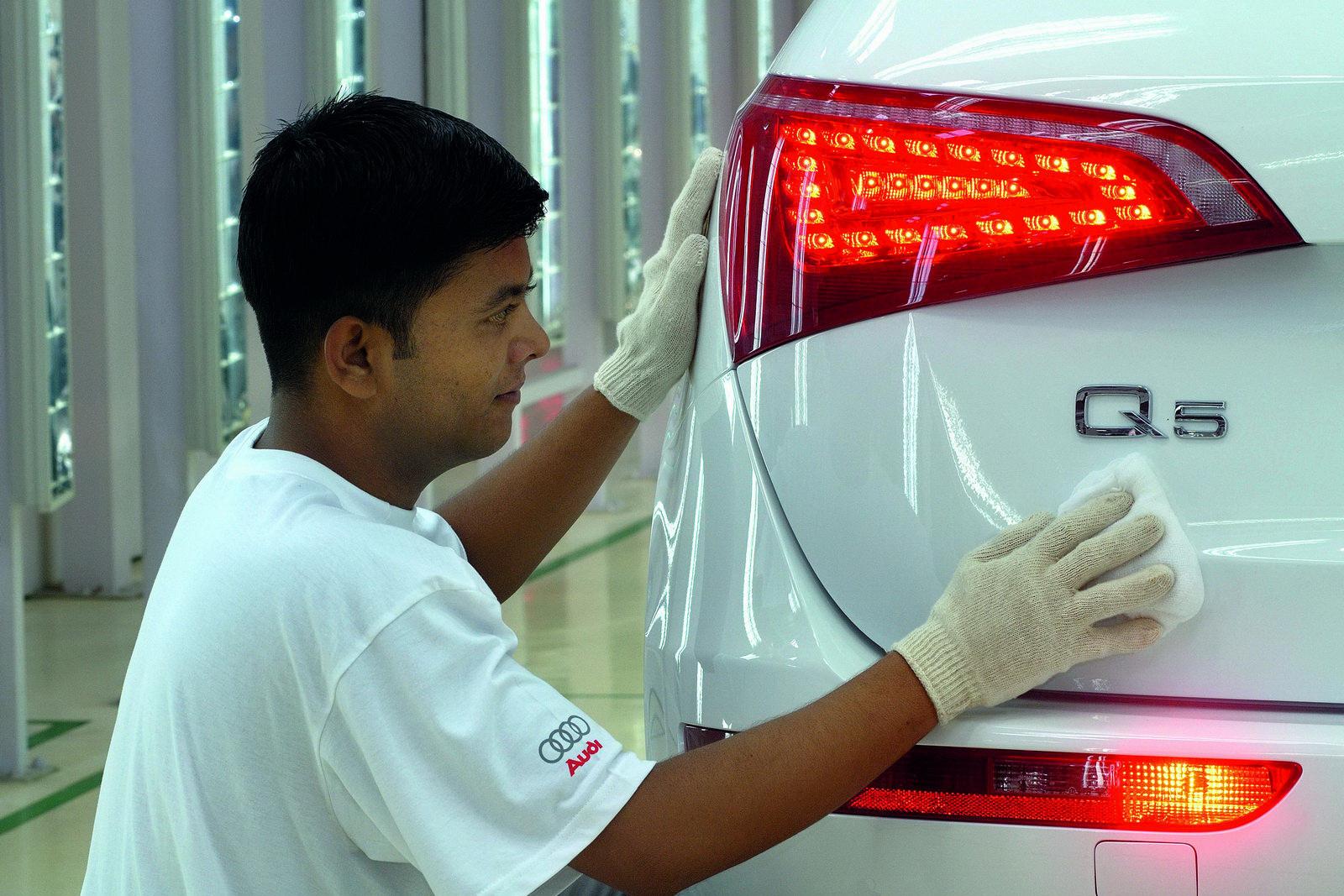 http://2.bp.blogspot.com/_FoXyvaPSnVk/TDS_0lKlH9I/AAAAAAADDAY/YVGOTE2c4ro/s1600/Audi-Q5-Indian-Plant-3.JPG