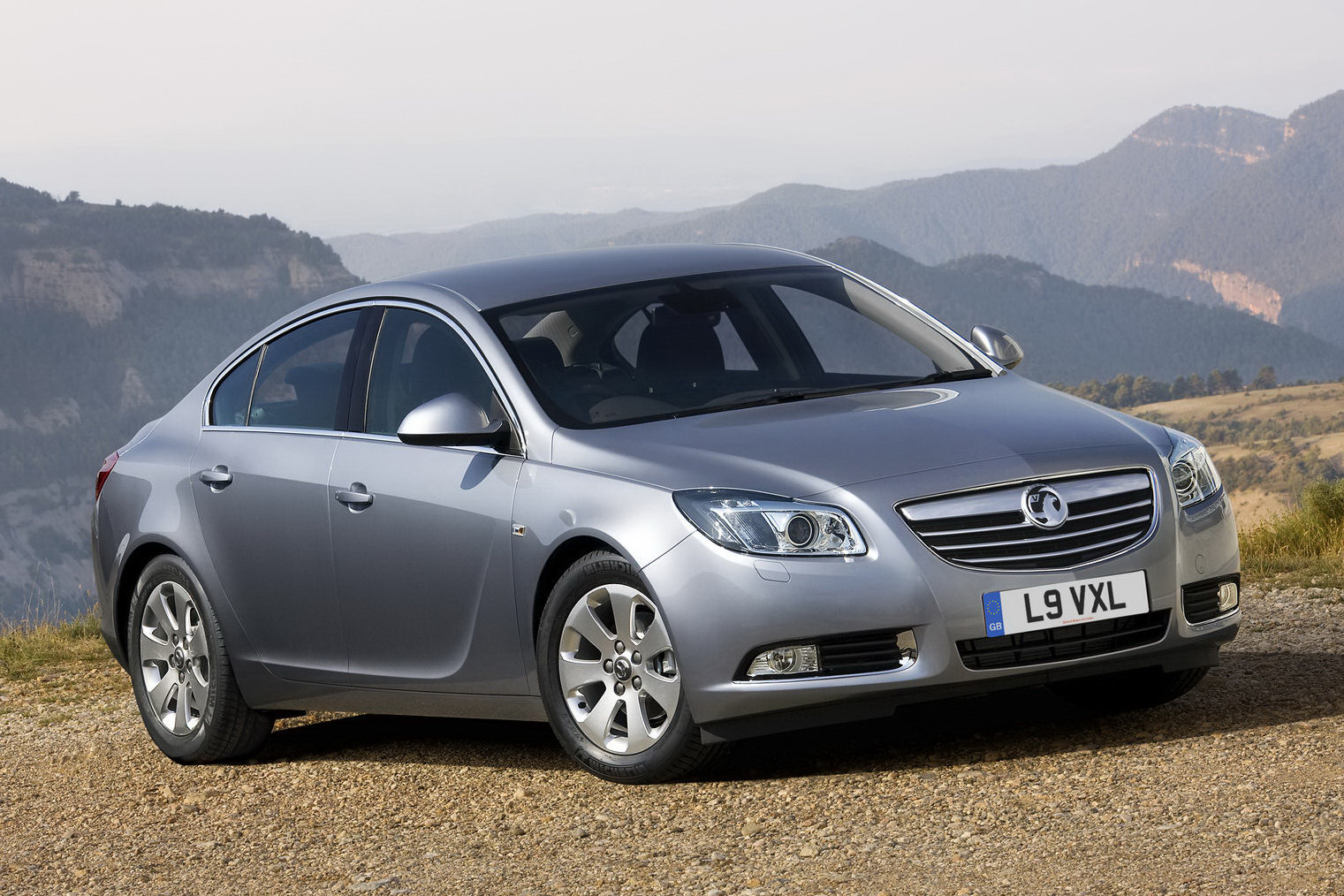 opel vauxhall insignia range gains refined and cleaner diesel engines. Black Bedroom Furniture Sets. Home Design Ideas
