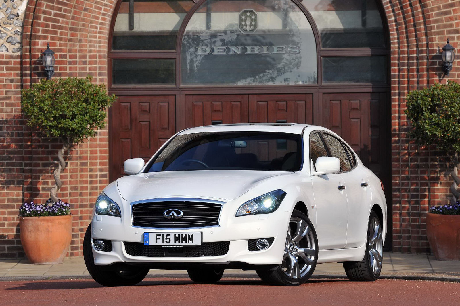 Infiniti prices new m37 saloon from 35150 in the uk vanachro Image collections