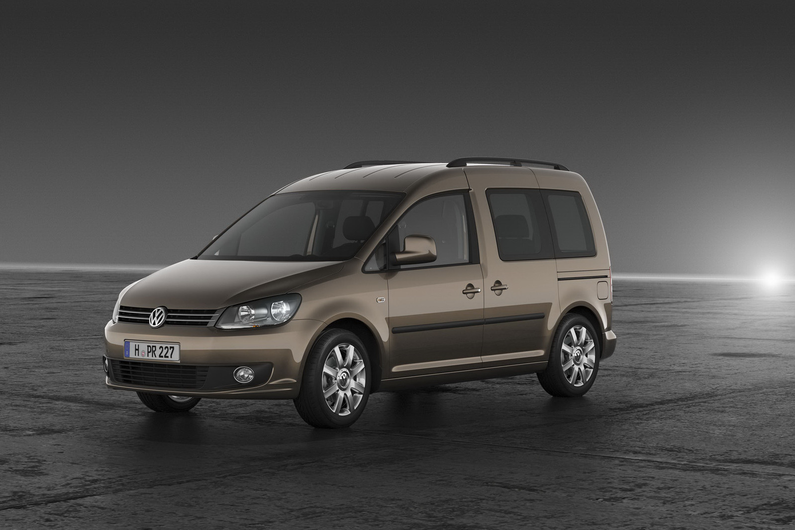 volkswagen unveils redesigned 2011 caddy minivan carscoops. Black Bedroom Furniture Sets. Home Design Ideas