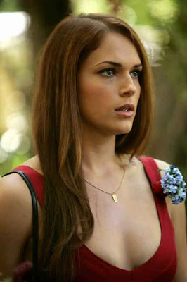 New Poe Forward Scream Queen: Amanda Righetti