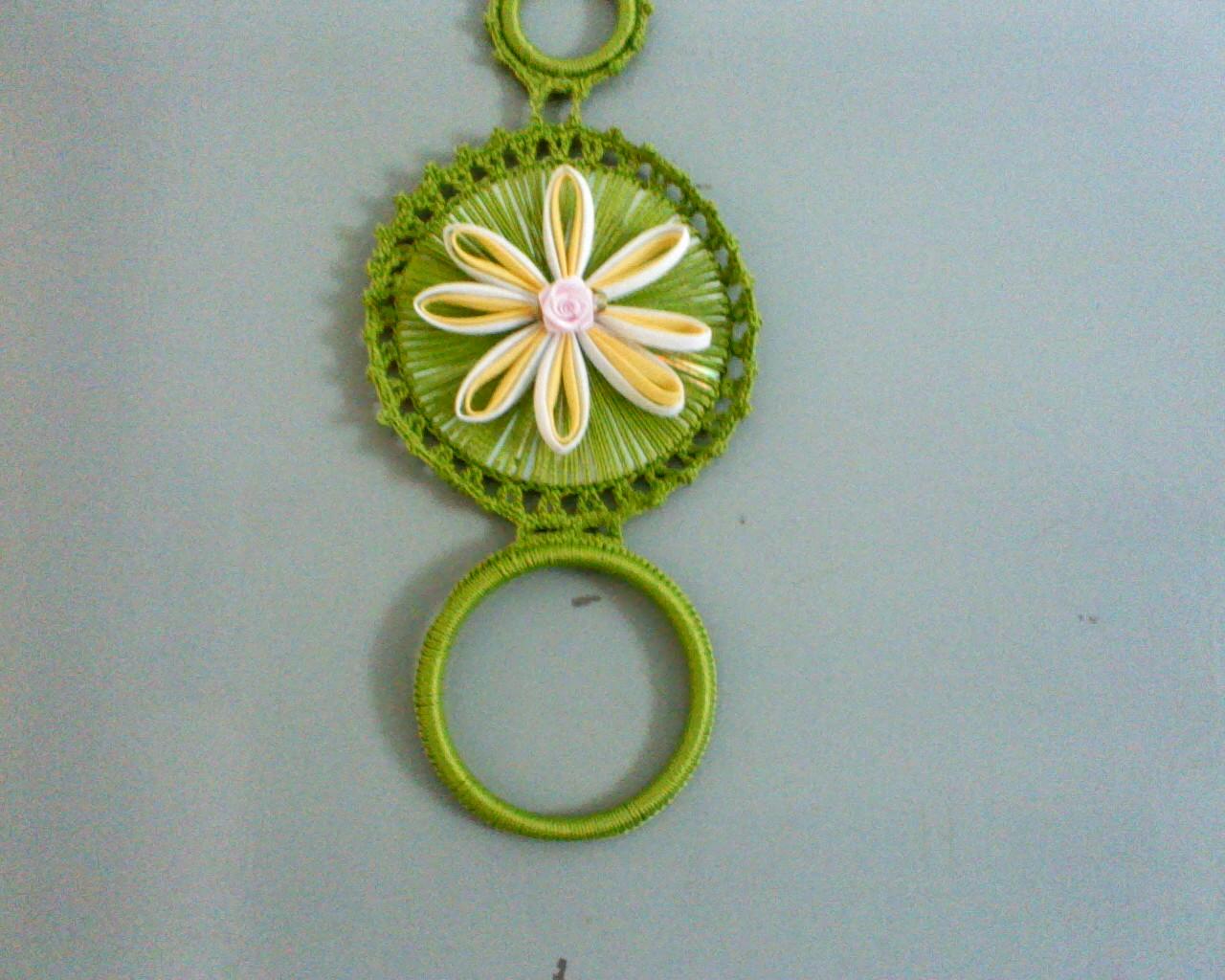 ... de fazer este porta pano de prato com cd e desta vez fiz uma flor de