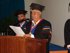 Vicerrector dirigió discurso a graduandos