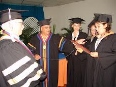 Graduandos del Núcleo de Tinaquillo entregaron placa al Dr. Castejón