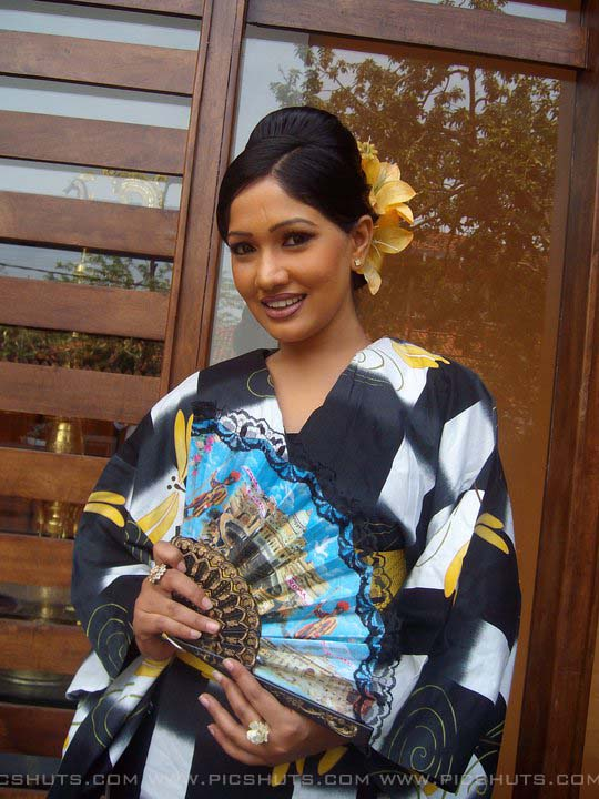 http://2.bp.blogspot.com/_FpC-eLEpDtM/S-mM76p3_NI/AAAAAAAAcX8/F1arOD_y9p0/s1600/Piyumi+Shanika+Botheju_1_asiachicks.blogsot.com.jpg