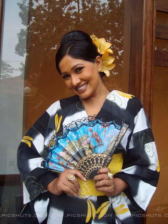http://2.bp.blogspot.com/_FpC-eLEpDtM/S-mM7j4Ie9I/AAAAAAAAcX0/ospGlGuiS2I/s1600/Piyumi+Shanika+Botheju_2_asiachicks.blogsot.com.jpg