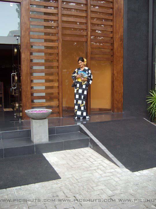 http://2.bp.blogspot.com/_FpC-eLEpDtM/S-mMGb3hwGI/AAAAAAAAcW8/pmjtVk8nAXE/s1600/Piyumi+Shanika+Botheju_9_asiachicks.blogsot.com.jpg
