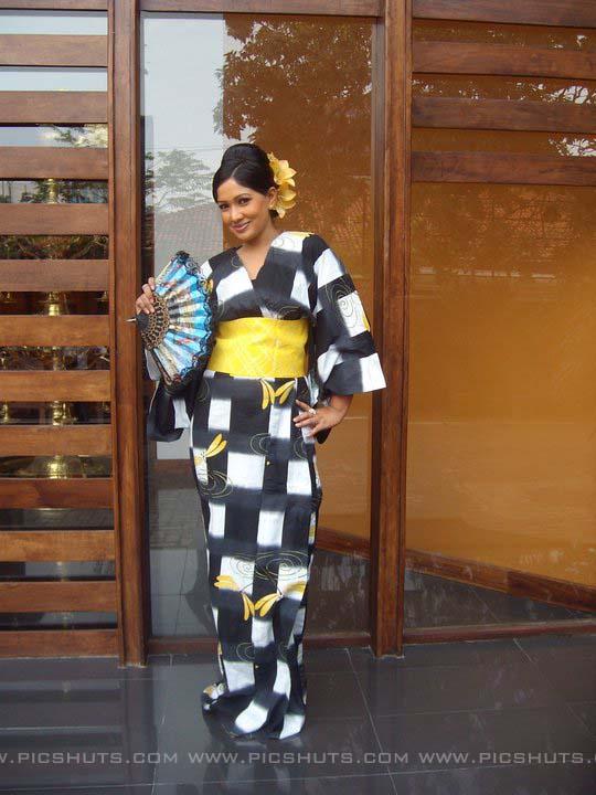 http://2.bp.blogspot.com/_FpC-eLEpDtM/S-mMw7cnY8I/AAAAAAAAcXc/4MTPBQvIaxk/s1600/Piyumi+Shanika+Botheju_5_asiachicks.blogsot.com.jpg