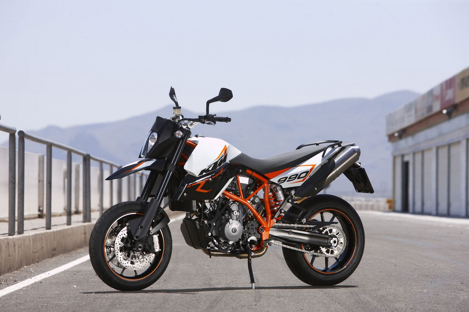 Top Motorcycle: 2009 KTM 990 Supermoto R