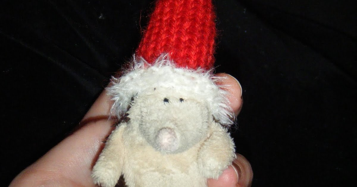 Knitting Pattern For Tiny Hat : Free craft patterns!: Tiny knitted santa hat