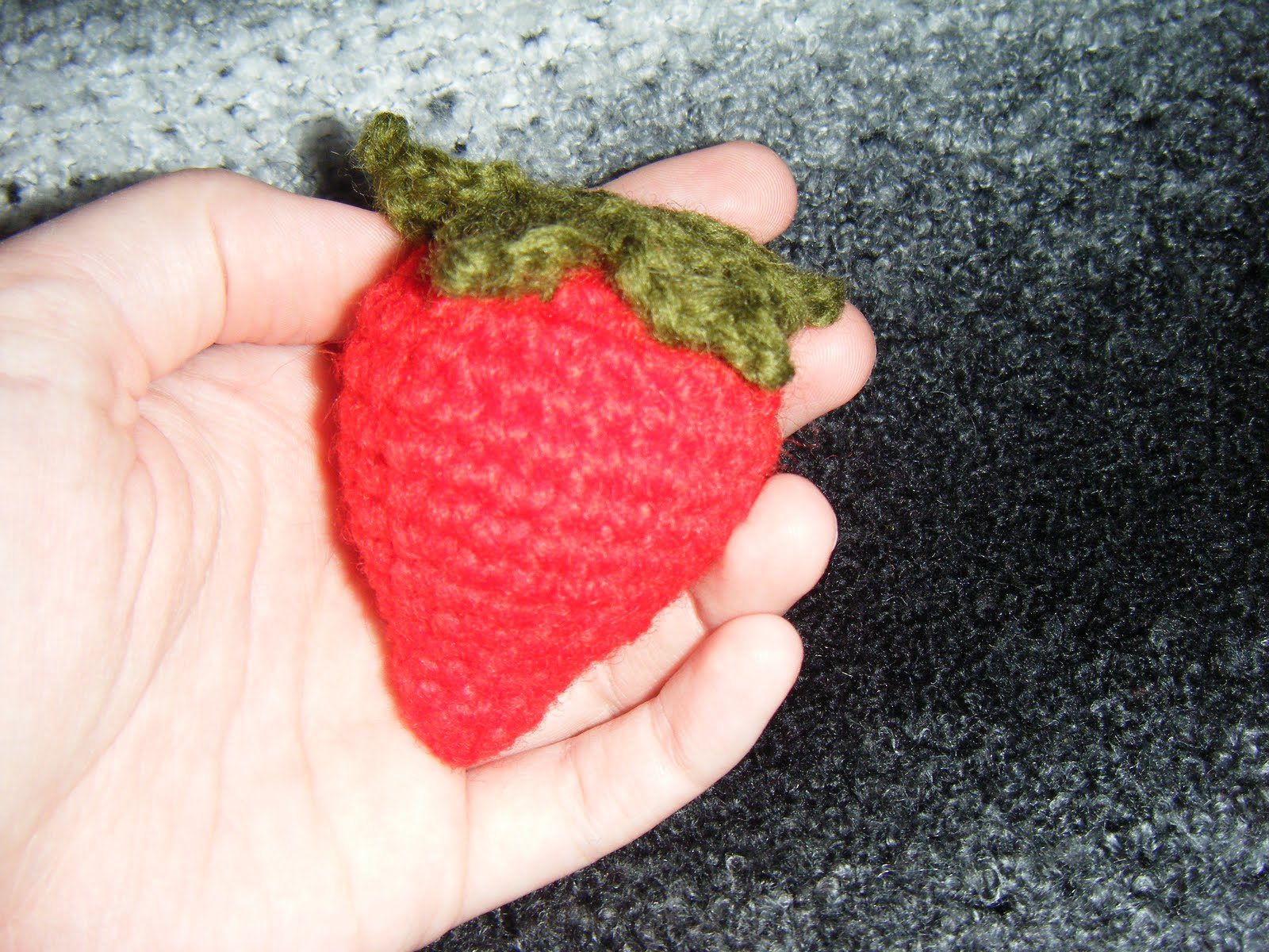 Strawberry Leaf Knitting Pattern : Free craft patterns!: Crocheted strawberry