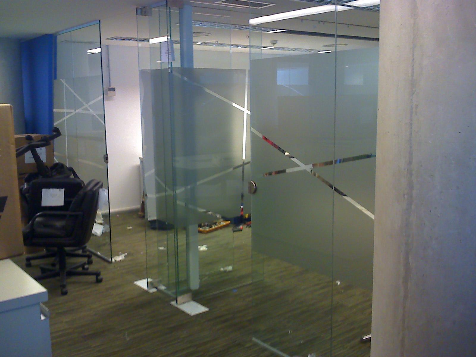 His cerramientos tabique divisor vidriado for Cerramientos oficinas