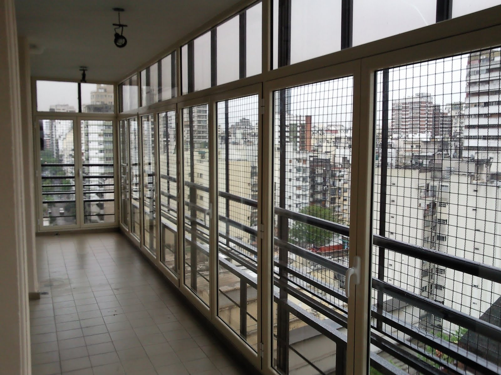 His cerramientos cerramiento de balcon linea modena for Cerramientos de balcones