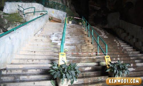 kek look tong stairs