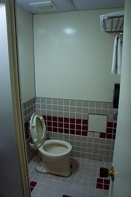 是浴室和厠所一體成形的類型