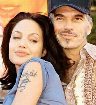 foto de tatuajes chinos. Tatuaje del dragón chino y el nombre Billy Bob en el brazo izquierdo de