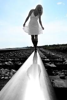 balta suknele grazi mergina begiai grozis