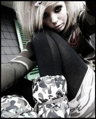 http://2.bp.blogspot.com/_Fzq94YVbHHM/SI8ryxh113I/AAAAAAAALZw/IKMljY-ROlI/s400/emo_girls_09.jpg