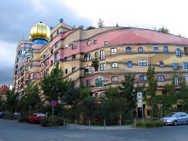 [Strange_Buildings_05.jpg]