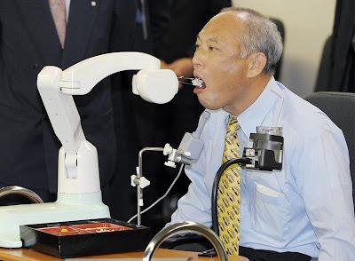 http://2.bp.blogspot.com/_Fzq94YVbHHM/SbA-Fs9t7xI/AAAAAAAAZ5M/ayS5gNkQrRo/s400/strange-robots-13.jpg