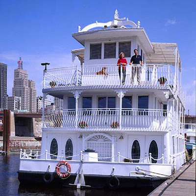Luxury Houseboat in St. Paul
