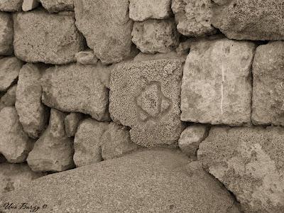 маген давид на древней стене