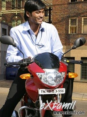 Naan Adimai Illai - Rajinikanth MP3 Songs - Rajinifans.com