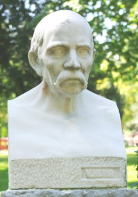 Oviedo, busto de Juan Muñiz