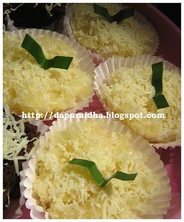 ... Ini menu kue basah tradisional resepnya contekan dari buku kue basah
