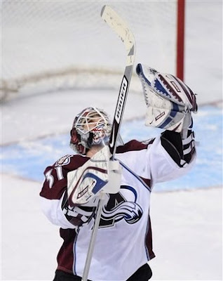 Peter Budaj gives thanks as he defeats the Edmonton Oilers in a shootout on November 15, 2008