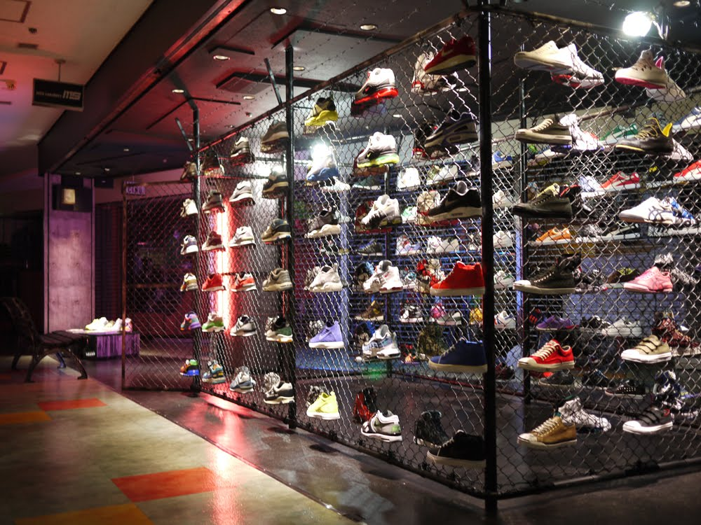 Shop % authentic Nike shoes, including Nike Air Force 1, Nike Air Max, Nike Dunks, Nike Basketball & more. Plus, we carry Air Jordan, Adidas, Puma, Reebok, Creative Recreation & more. JavaScript seems to be disabled in your browser.