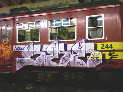 ddng train graffiti
