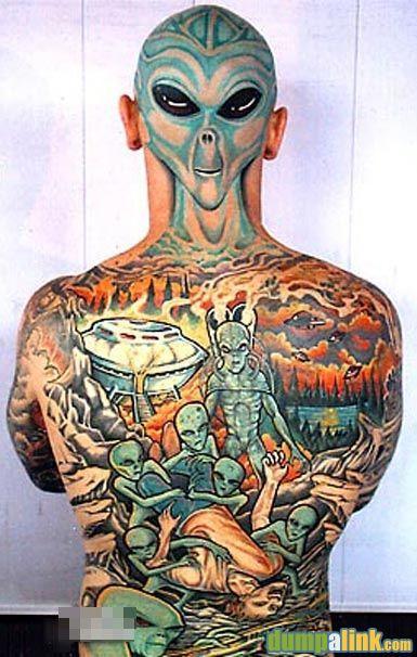 tattoo en su espalda,