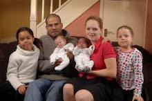 """""""Milagro doble"""" para una familia británica: mellizas en blanco y negro, por segunda vez"""