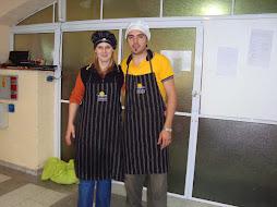 María y Dante listos para recibir a los asistentes al evento