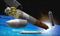 La fusée Arès V en configuration cargo délivrant le module Artémis au CEV Orion (non visible) en vue d'une mission vers la Lune. Document NASA
