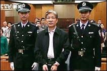 Condamnation à mort de Zheng Xiaoyu, l'ancien directeur de l'Administration d'Etat de Surveillance et de Contrôle des Aliments et des Médicaments en Chine. Document CTV.