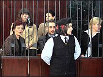 Les 5 infirmières bulgares et leur médecin palestinien au cours de leur procès en 2006.