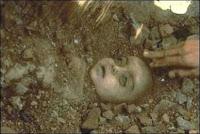 Un enfant victime du MIC à Bhopal en 1984. Document Raghu Rai/Greenpeace.