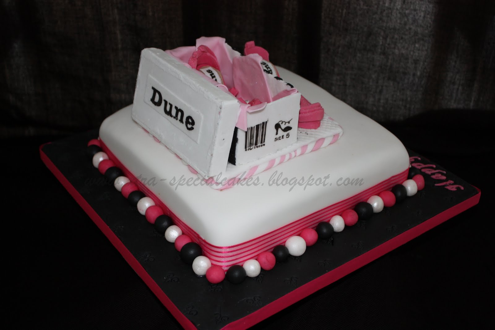 Cake Design With Shoes : Xtra Special Cakes: Designer shoe cake