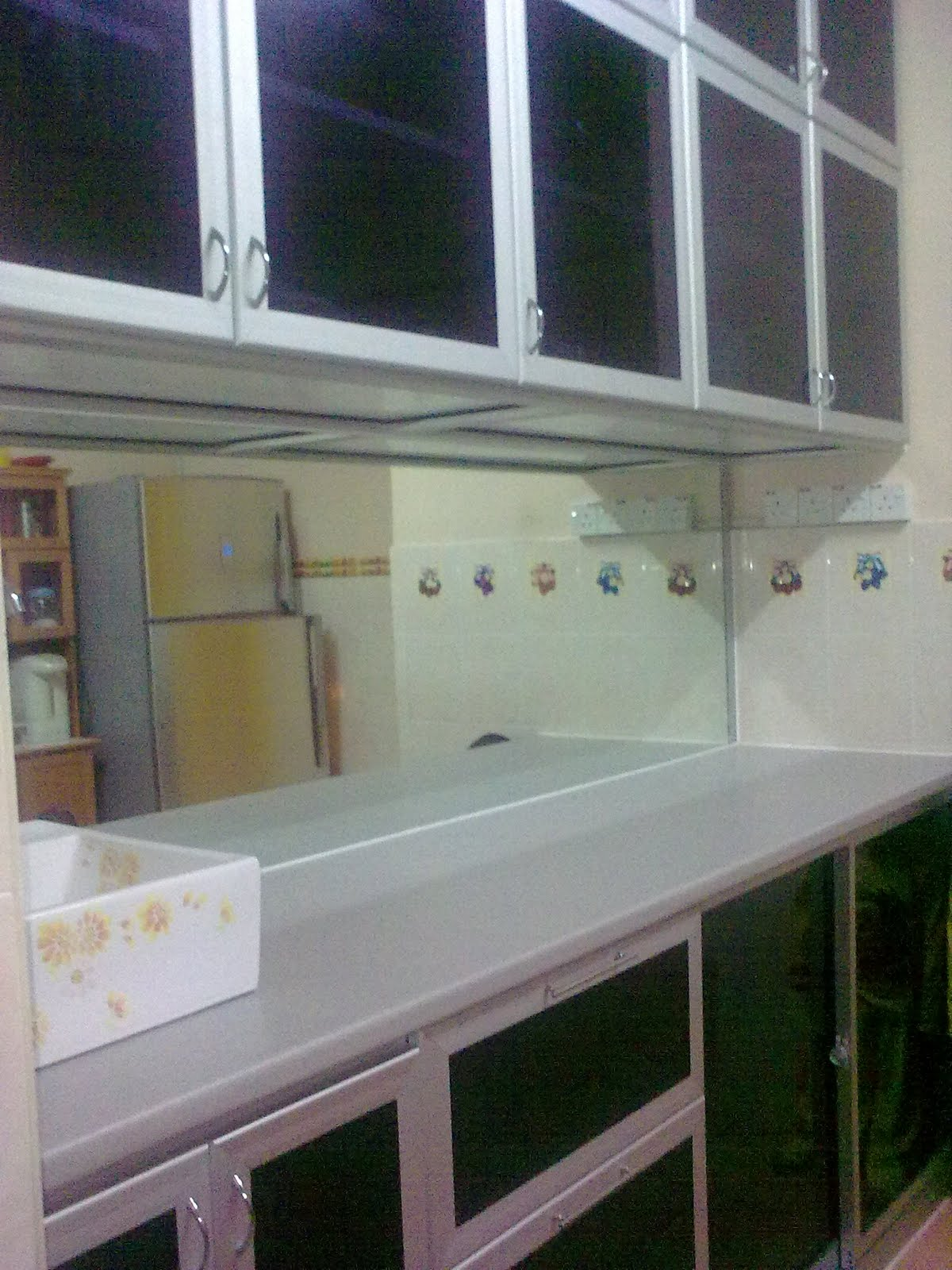 kitchen cabinet with mirror basin and drawer