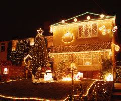 outdoor-christmas-lighting-safety-tips