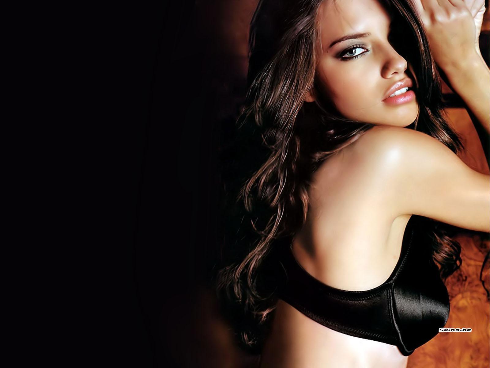 http://2.bp.blogspot.com/_GCAuqodmOE4/TFokiE1pPsI/AAAAAAAABH0/ceStp0EXFn0/s1600/Adriana+Lima_9.jpg