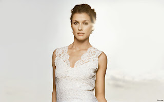 MODEL BRIDGET MOYNAHAN WALLPAPER IN WHITE DRESS