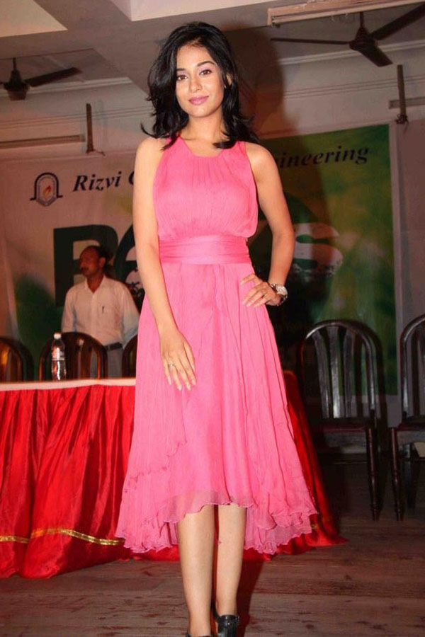 Amrita Rao Latest Pictures In Hot Pink Dress