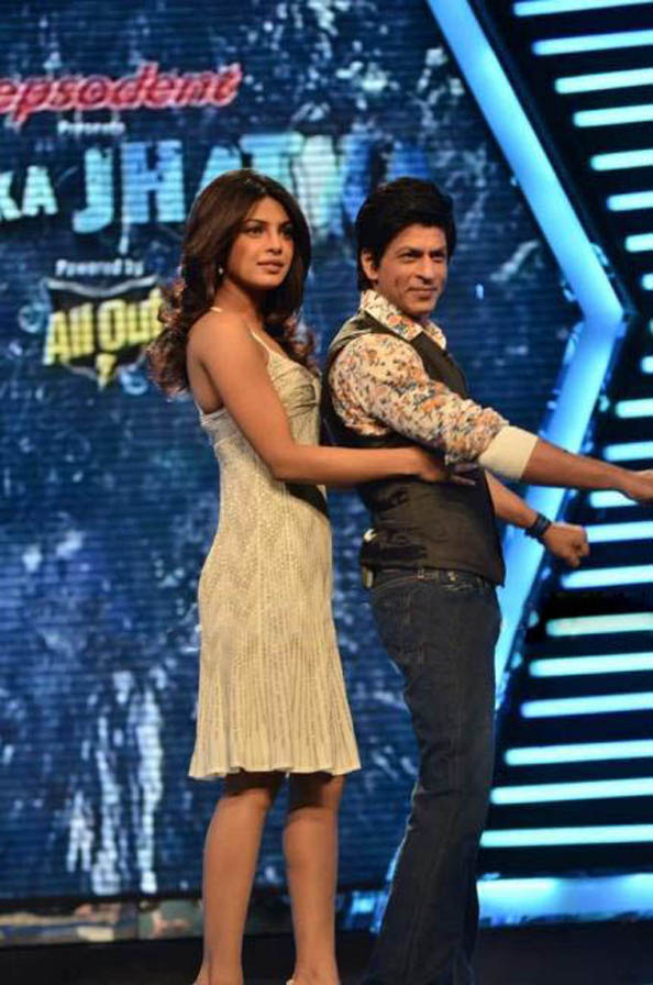 Priyanka Chopra And Shahrukh Khan Together At 'Zor Ka Jhatka' Pics