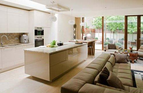 A bright space a huge cappuccino for Open plan kitchen designs with island