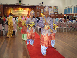 Mengiringi Sultan Ahmad Shah.(Sultan Pahang)